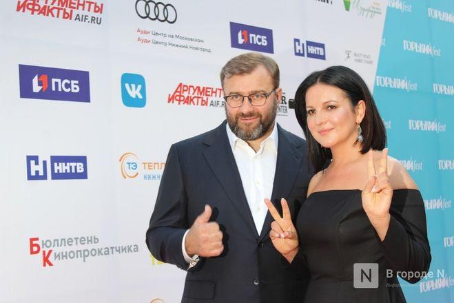 Маски на красной дорожке: звезды кино приехали на «Горький fest» в Нижний Новгород - фото 55