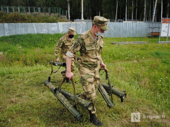 «Оценка огнеметчикам — «пять». Как нижегородские росгвардейцы учатся стрелять из «Шмеля» - фото 16