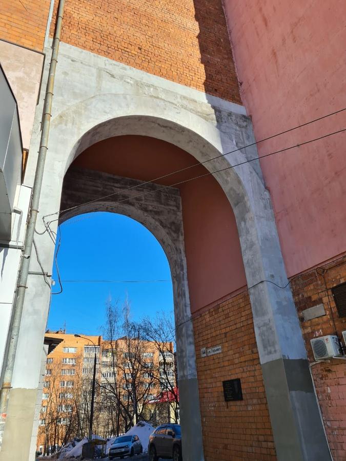 Арки трех домов на улице Горького в Нижнем Новгороде отремонтировали после вмешательства ГЖИ - фото 1