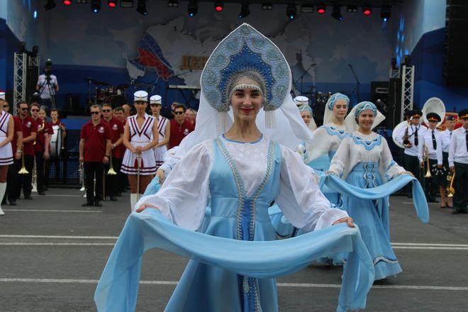 Фестивали духовых оркестров и Дружбы народов прошли в Нижнем Новгороде в День России - фото 23