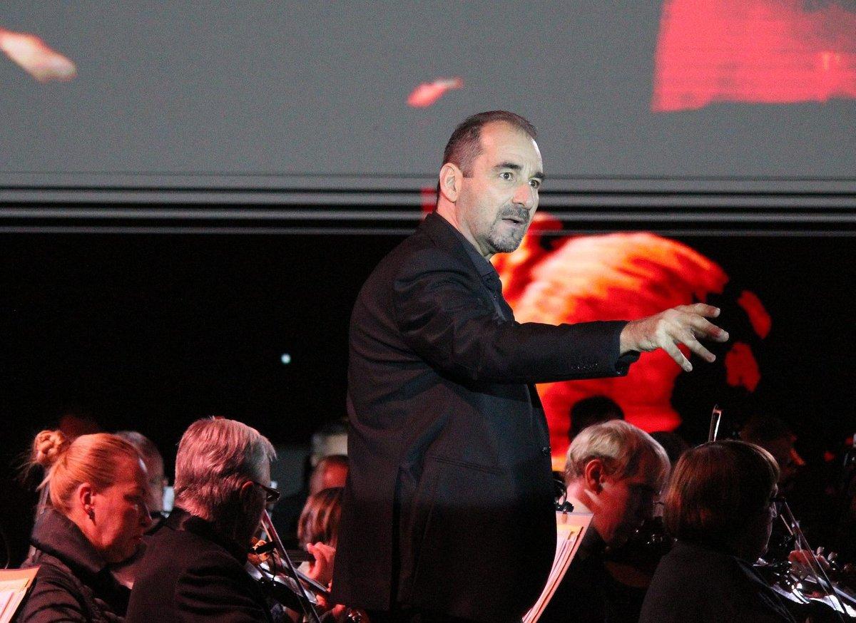 Звезды мировой оперы выступили на Стрелке - фото 1