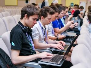 «Ростелеком» предлагает школьникам построить сеть киберзащиты для умного дома и получить 100 баллов за ЕГЭ