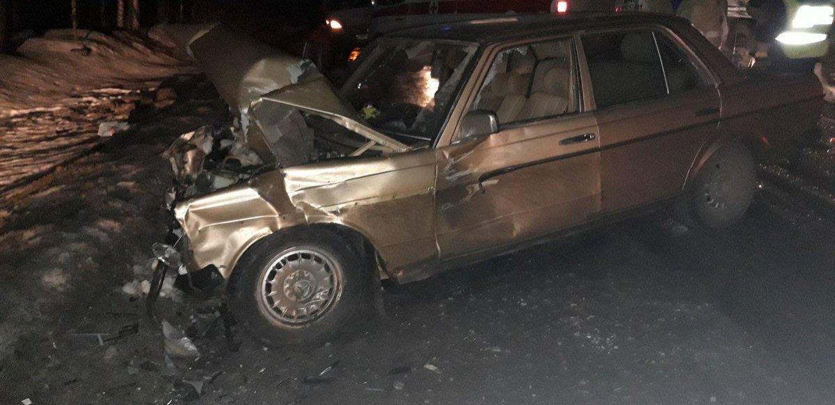 «Пятерка» столкнулась с Mercedes в Краснобаковском районе: пострадали трое - фото 2