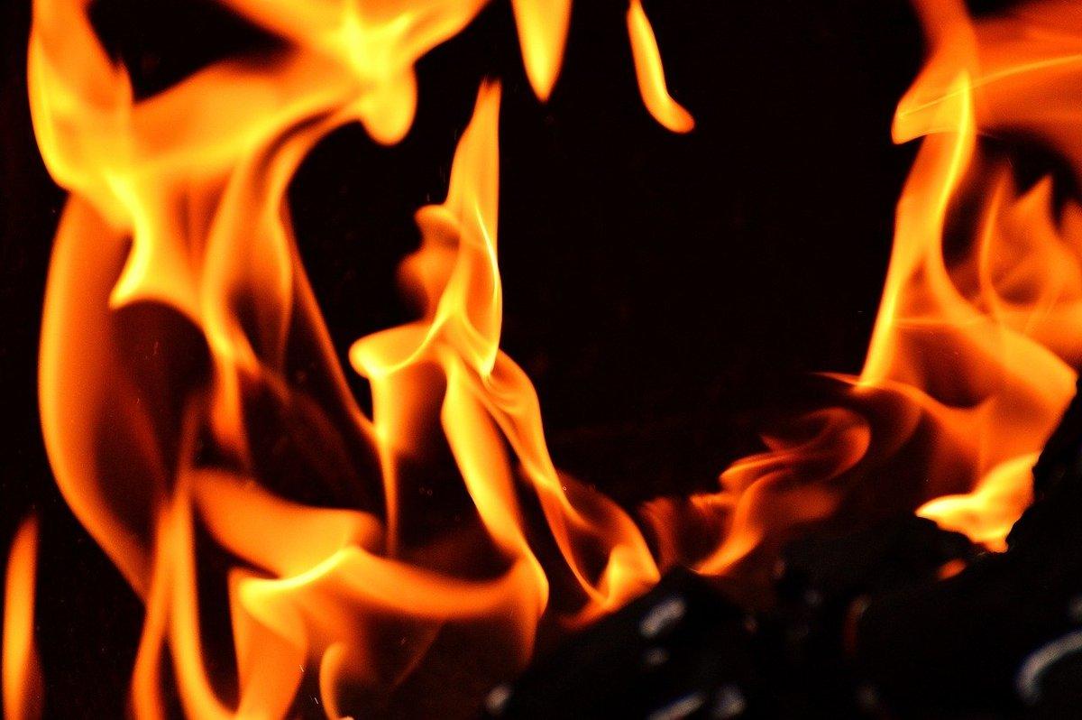 Самосвал сгорел на улице Кузбасской в Нижнем Новгороде - фото 1