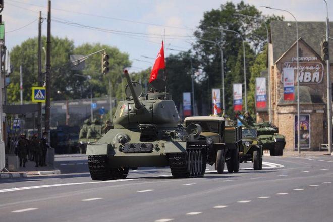 Военная техника проехала по Нижне-Волжской набережной в память о подвиге предков - фото 6