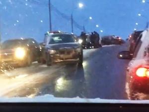 Три ДТП на одной переправе: аварии с участием большого количества автомобилей случились на Канавинском мосту