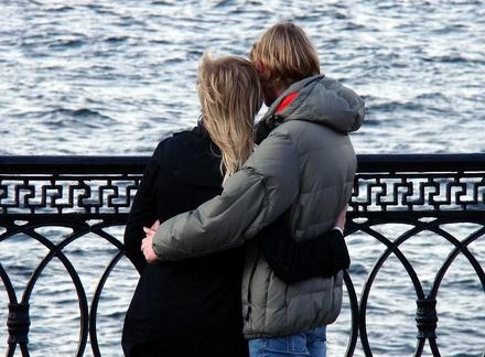 8 вещей, которые по народным приметам супругам запрещено делать вместе