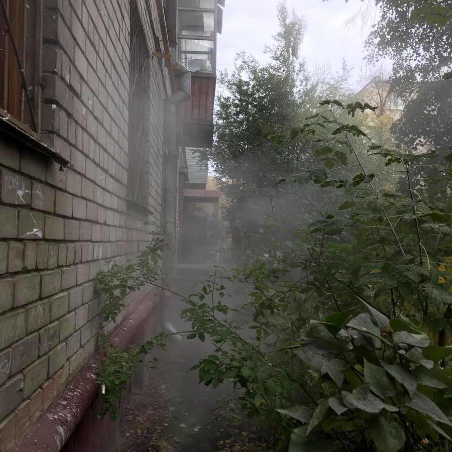 Жильцы дома на Автозаводе шесть дней безуспешно борются с протечкой после начала отопительного сезона - фото 2