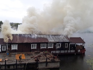 Дебаркадер горел на Гребном канале