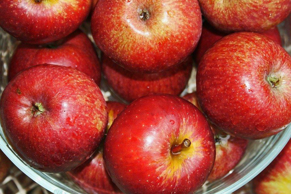 Зачем яблоки покрывают воском и вредно ли это - фото 1