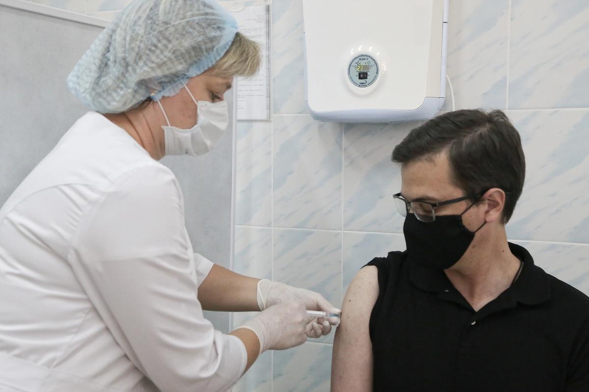 Мэр Нижнего Новгорода получил вторую дозу вакцины от коронавируса - фото 1