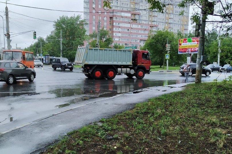 Самосвал и легковушка не поделили дорогу на Казанском шоссе 11 июля - фото 3