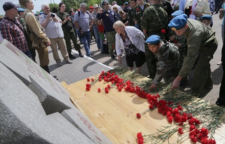 Привезенный из Польши памятник  установили в Парке Победы