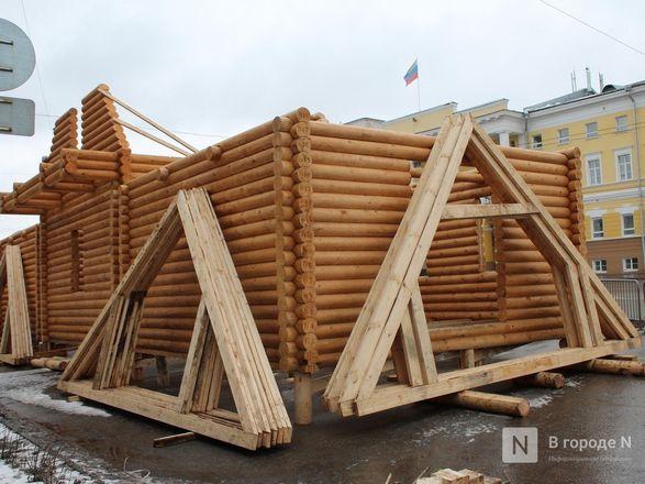 Главную городскую елку начали устанавливать на площади Минина и Пожарского - фото 5