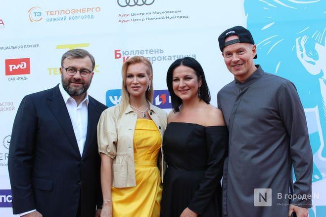 Маски на красной дорожке: звезды кино приехали на «Горький fest» в Нижний Новгород - фото 5