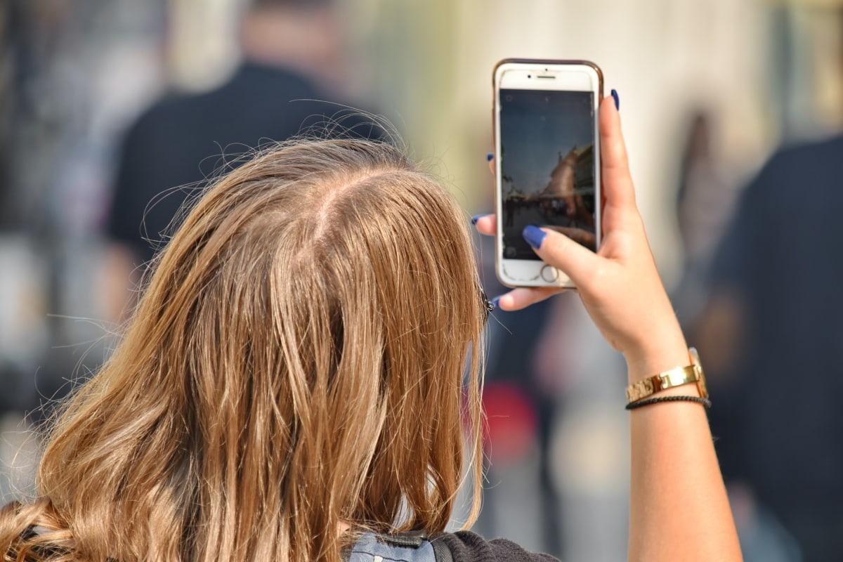 Выпадение волос назвали одним из последствий коронавируса - фото 1