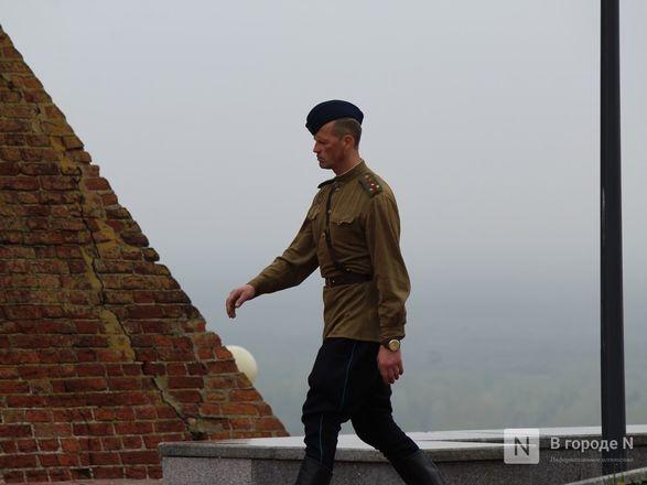 Пустые улицы и «Бессмертный полк» на балконах - фото 46