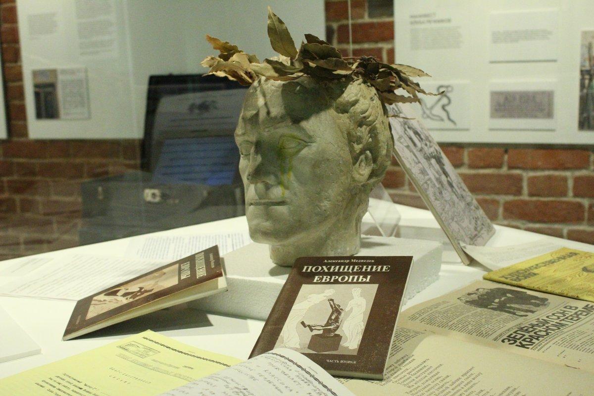 Смертельные горки и платье с мозгом: три новые выставки открылись в нижегородском «Арсенале» в честь его 22-летия - фото 4