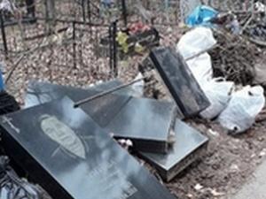 Свалку надгробий обнаружили жители Дзержинска