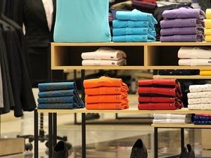 Роскачество нашло токсичные футболки в известных спортивных магазинах