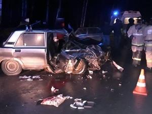 «Пятерка» столкнулась с Mercedes в Краснобаковском районе: пострадали трое