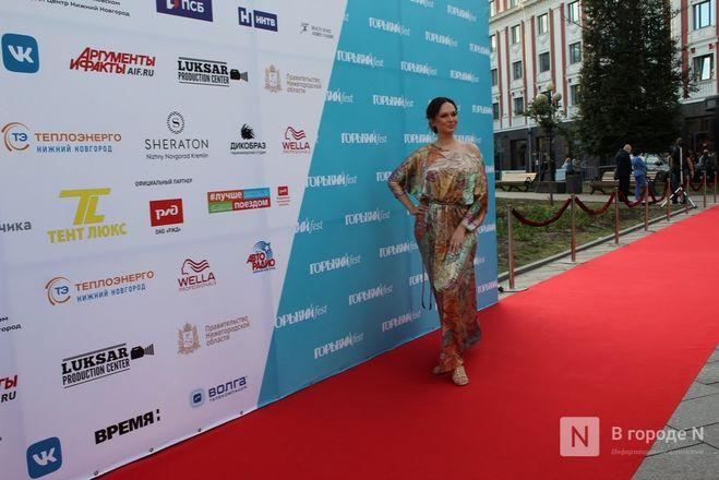 Маски на красной дорожке: звезды кино приехали на «Горький fest» в Нижний Новгород - фото 95