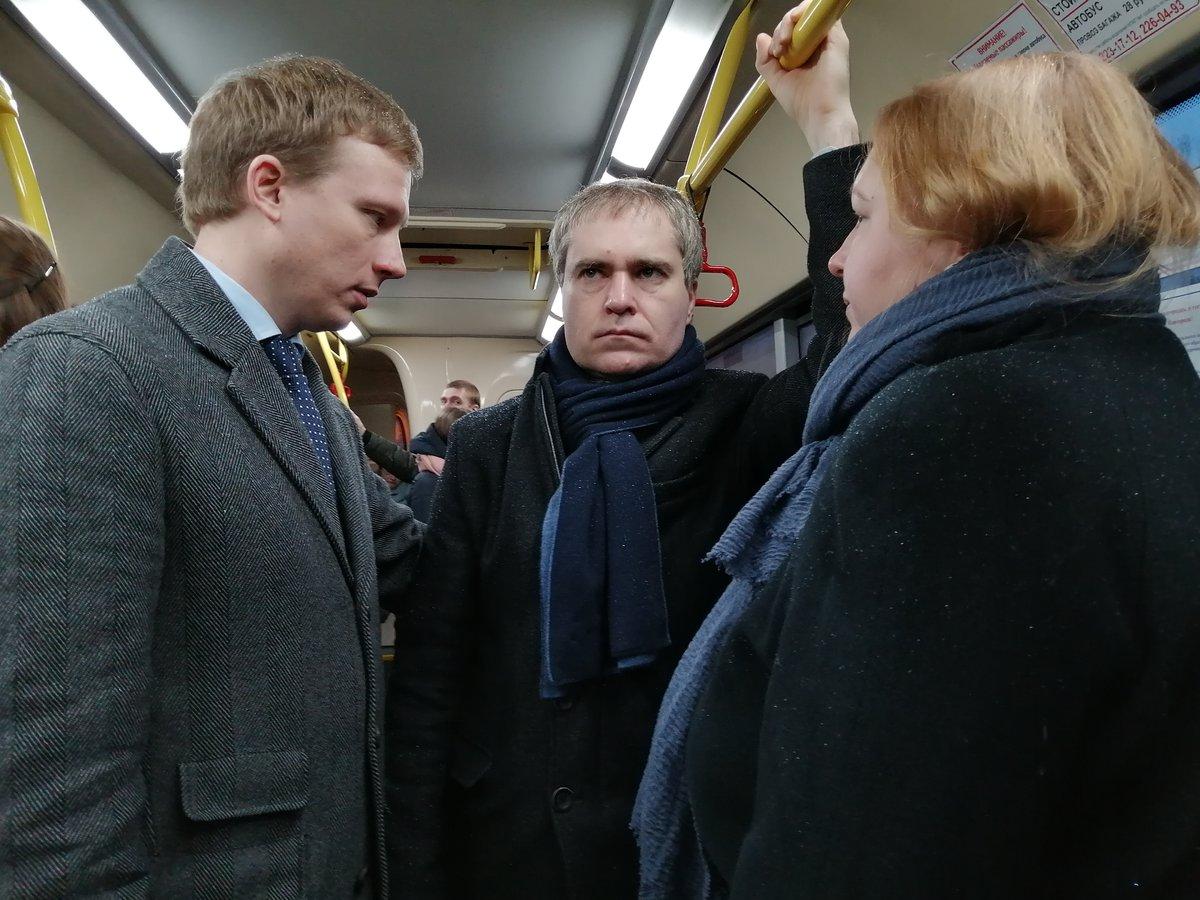 Графики движения муниципальных автобусов разместят на нижегородских остановках