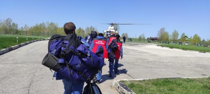 Вертолет с психологами вылетел из Нижегородской области для помощи родным погибших в Казани - фото 1