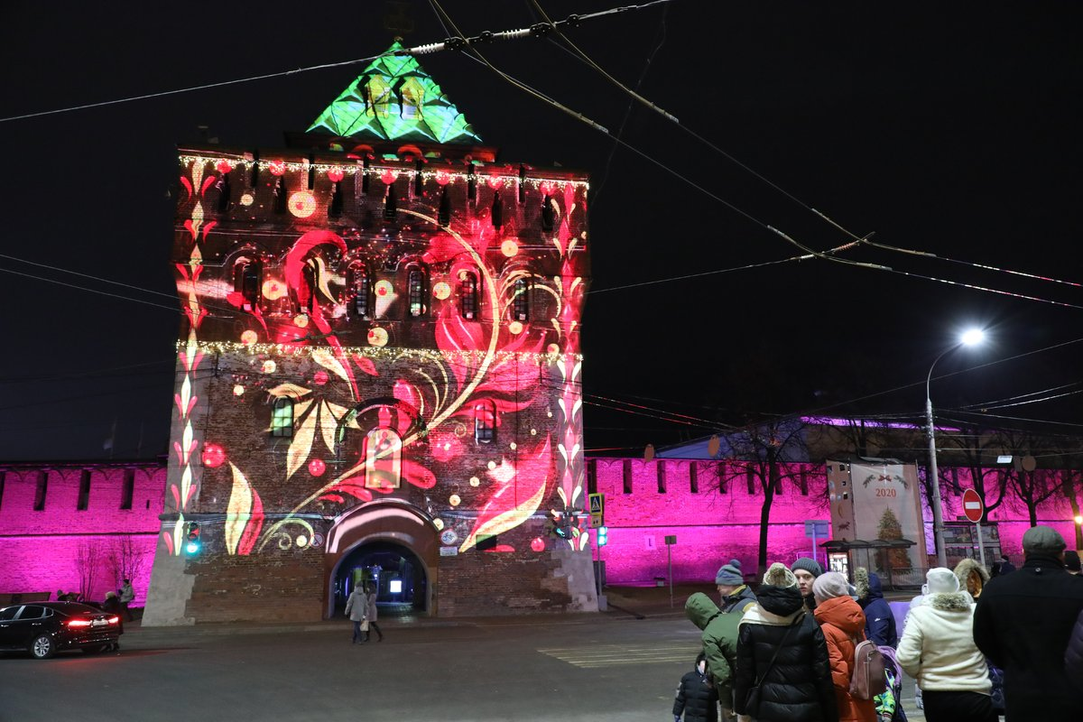 На Нижегородском кремле запустили красочную подсветку - фото 1
