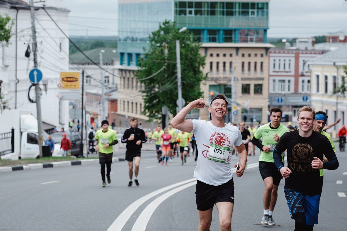 Пять тысяч бегунов из шести стран примут участие в нижегородском полумарафоне «Беги, Герой!» - фото 1