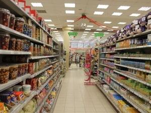 Перед Новым годом нижегородцы сметают с магазинных полок конфеты, цитрусовые и водку